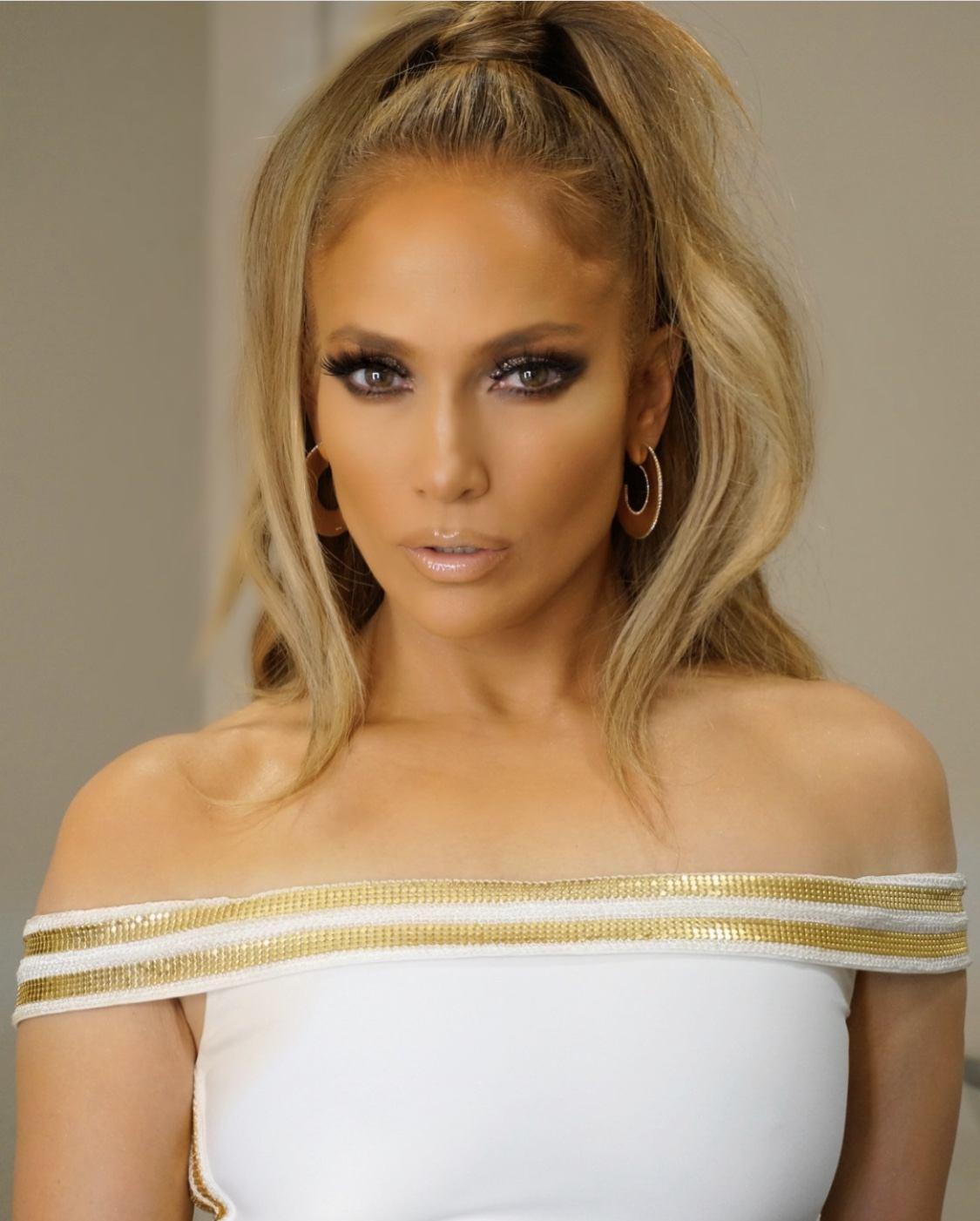 Jennifer Lopez Is Taking Home The Michael Jackson Video Vanguard Award At The 2018 VMAs