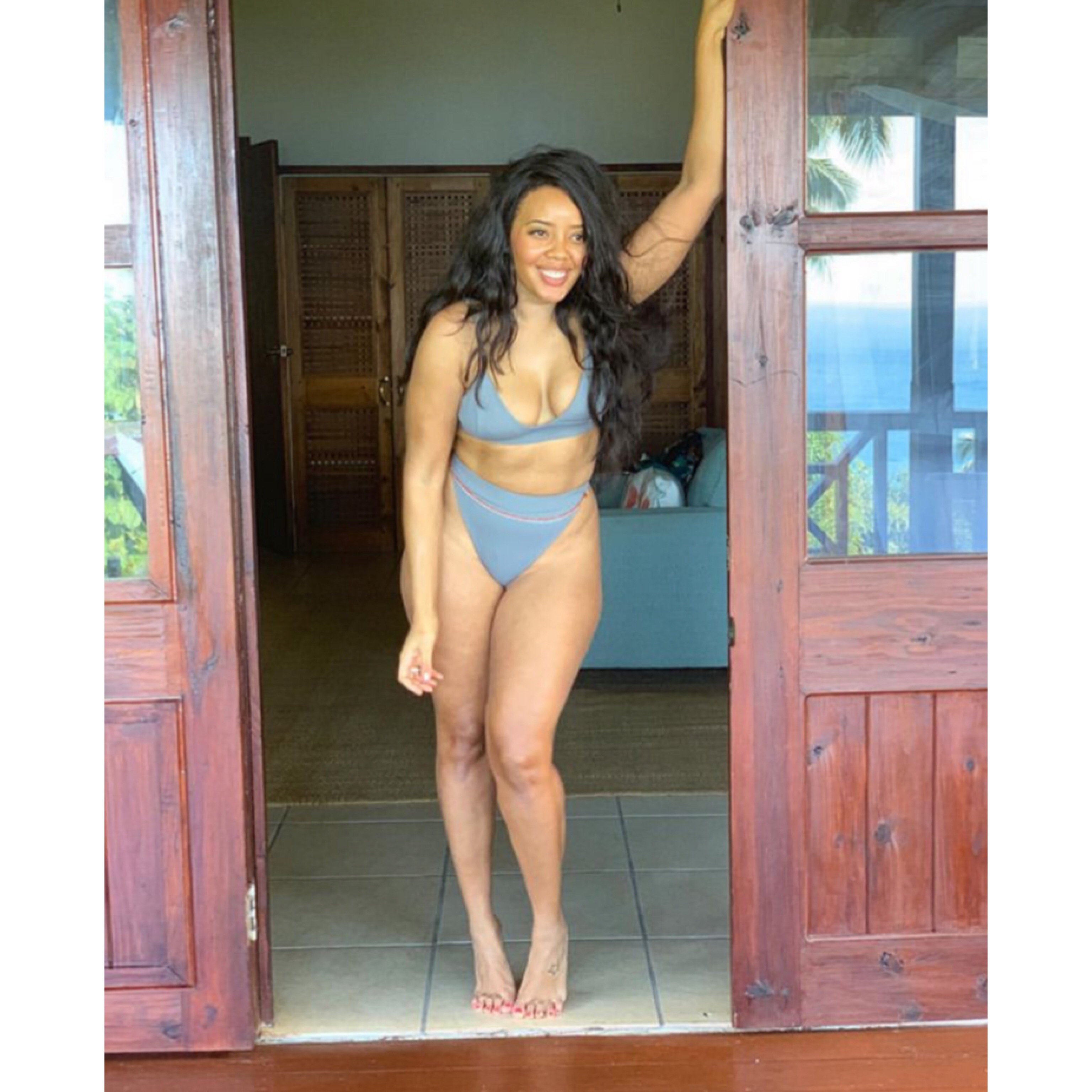 Angela Simmons Shows Off Her Curves!