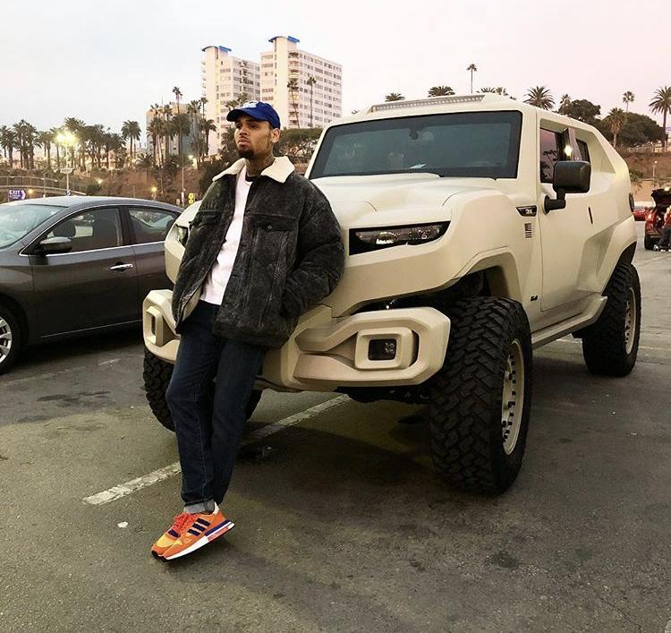 Chris Brown Denies Leaving Comments Under Victor Cruz's Photo!