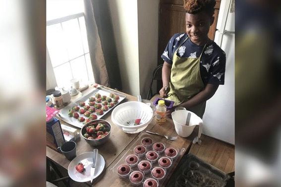 #TSRPositiveImages: 13-Year-Old Baker Is Helping The Homeless One Cupcake At A Time