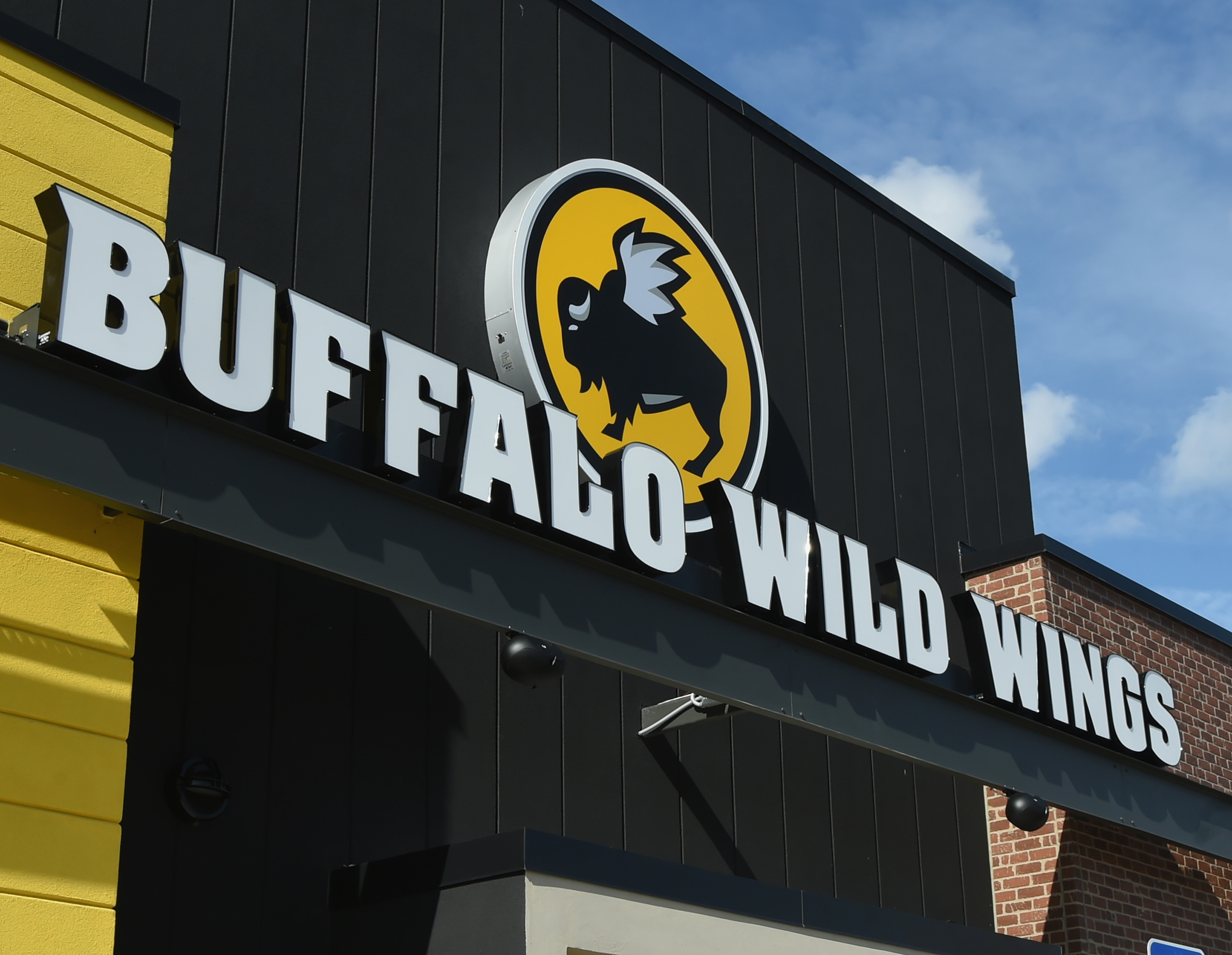 Buffalo Wild Wings Employees Fire For Moving Black Families