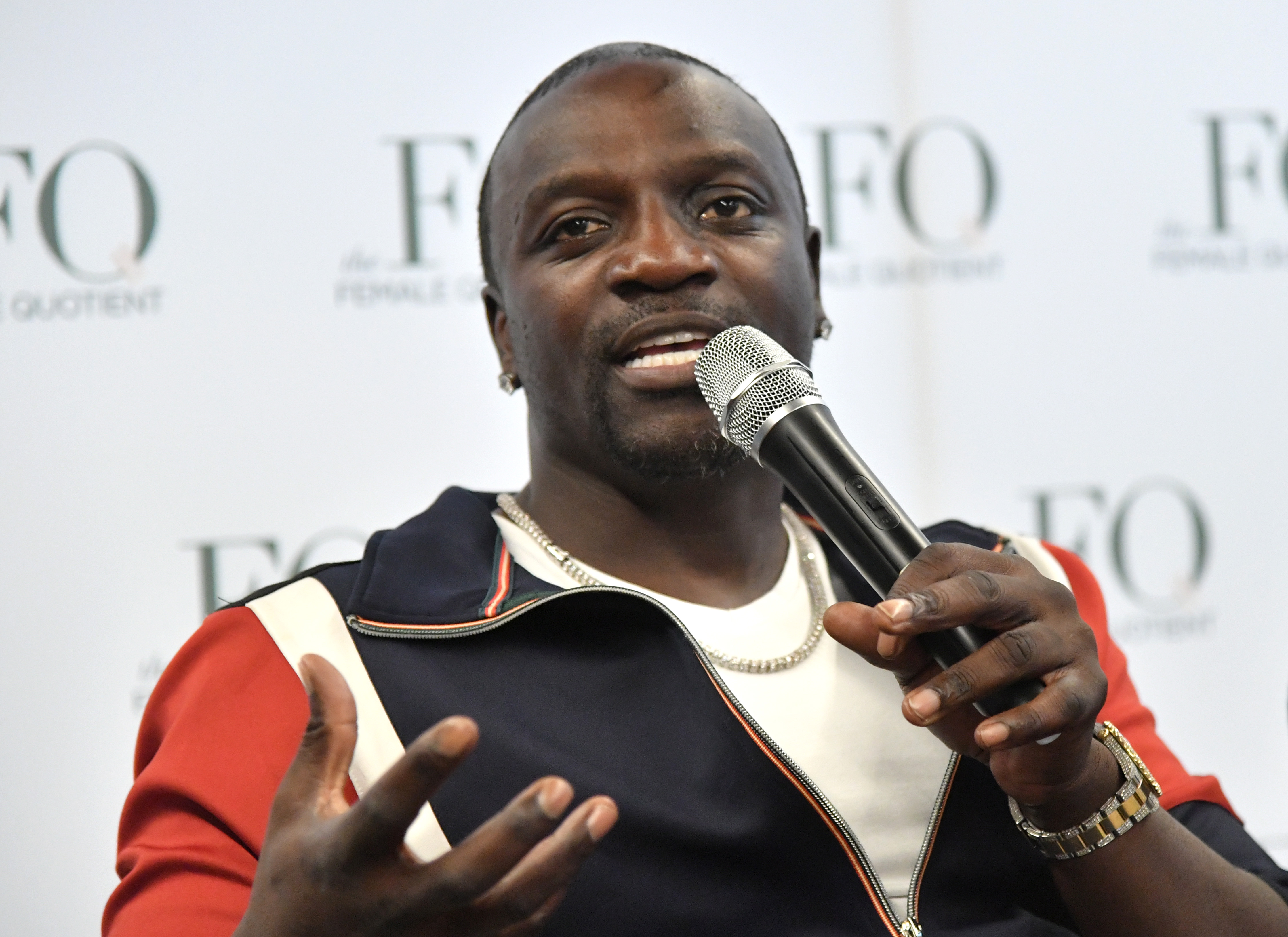 Akon is considering on running for president in 2024 now that he is doing music one last time and he lists his credentials and talks Kanye West running.