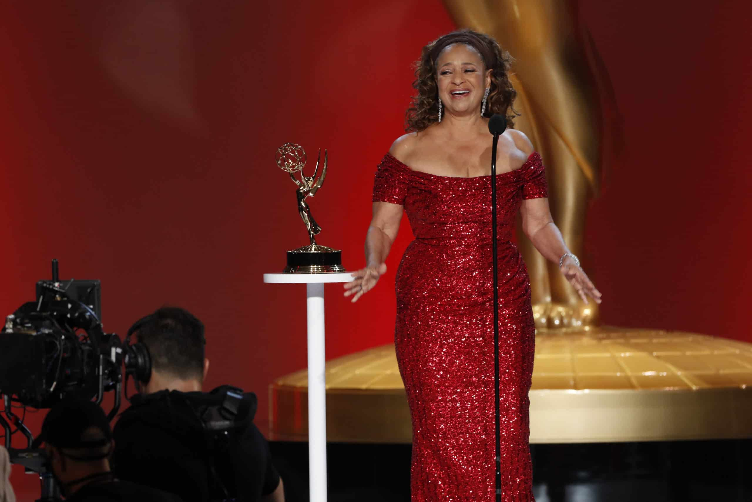 Five Moments From The 2021 Emmys That Kept Social Media Buzzing thumbnail